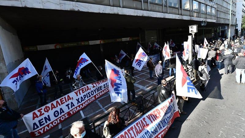 Το ΠΑΜΕ «έσπασε» τον γύψο – Μοτοπορεία στο κέντρο της Αθήνας