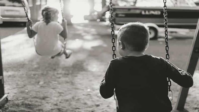 Το στρίψιμο της παιδικής ...βίδας! (της Λιάνας Κανέλλη)
