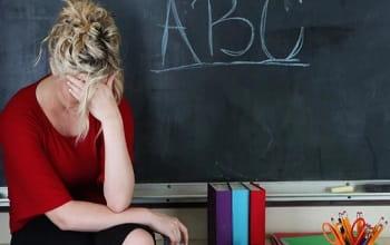 Χιλιάδες δάσκαλοι στη Μ. Βρετανία παραιτούνται λόγω στρες