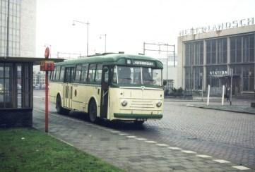 Bus 2 Kromhout-Verheul (huur HTM), lijn 30, station Hofcplein, 1964