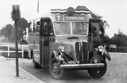 Ford bus 68 op de Grindweg. in dienst 1938; in 1942 gevorderd door de Duitsers.
