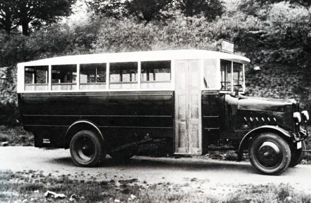 Een van de eerste autobussen van de M.E.G.G.A. in 1924