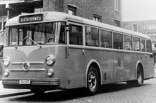 Proefbus TG-107, in dienst van 13-11 tot 11-12-1953. Hier op lijn 31 in de Cleyburchstraat