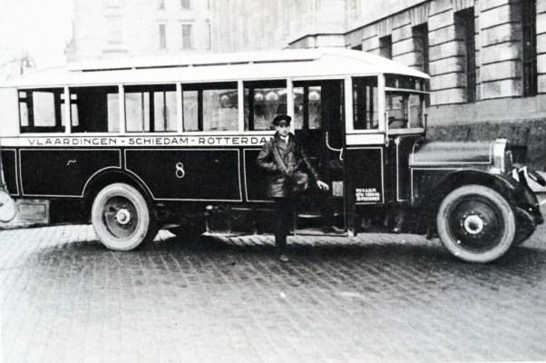 De particuliere busonderneming V.A.O.M. op de dienst Vlaardingen-Rotterdam, 1925.