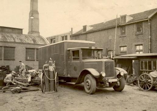 Afdeling Weg en Werken met Krupp H-84888, remise Schiekade, 1931