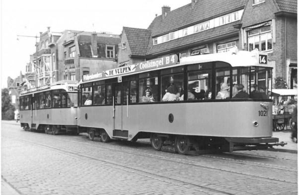 Aanhangrijtuig 1021 in de originele uitvoering op lijn 14 op de Straatweg.