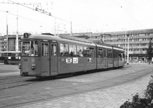 Motorrijtuig 305, lijn 1, Stationsplein, 7-1975