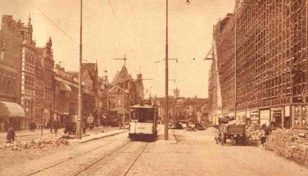 Aanhangrijtuig 345 op de inmiddels gedempte Schiedamsesingel, 8-1930, rechts is warenhuis De Bijenkorf in aanbouw.
