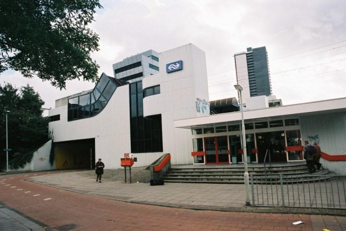 Een modern intercity station Alexander