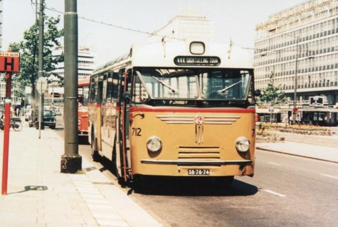 Bus 712, toerbus, Kromhout-Hainje, tijdens een van de VVV sightseeing ritten, Coolsingel, 1969