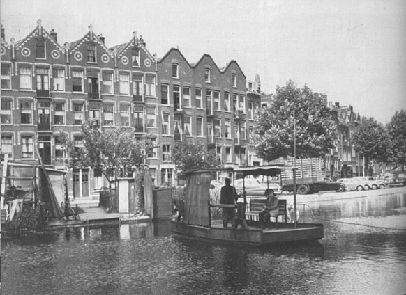 Omlopen via de Noorderbrug was niet nodig; met de pont van de Crooswijksebocht naar het Zwaanshals