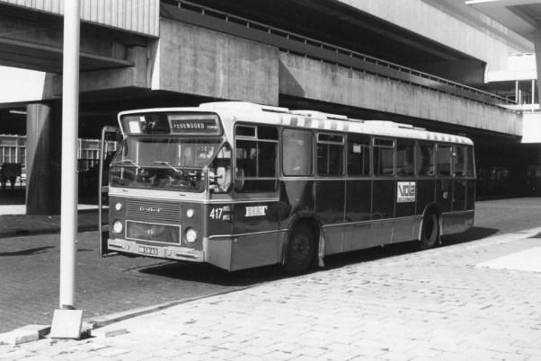 Bus 417 op het Zuidplein, wacht op de rit naar het Feijenoord Stadion