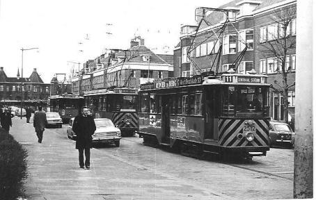 De inzet van werkwagens voor het voetbalvervoer in de Huygensstraat