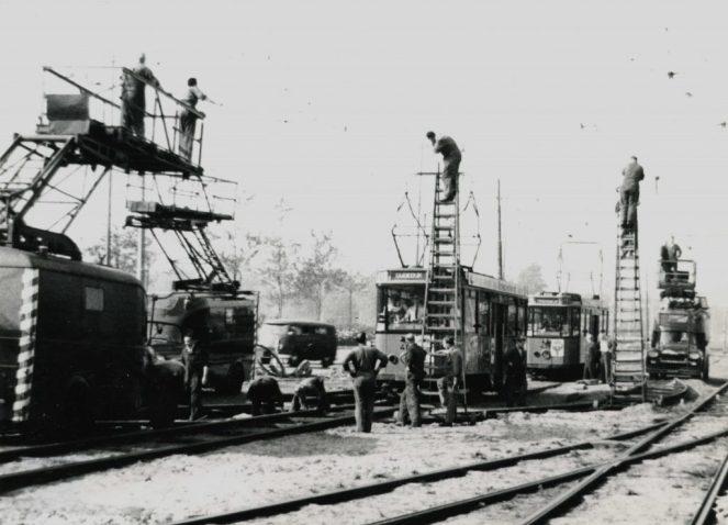 Spoorvernieuwing Weena met bovenleiding ivm metrobouw, 1963