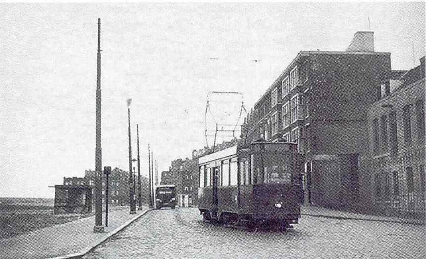 Wachthuisje met motorrijtuig 541, lijn 3, Heer Vrankestraat, 1933