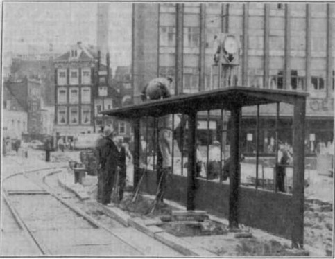 De eerste RET abri op de Zeevischmarkt, 1 juli 1937, Rotterdamsch Nieuwsblad