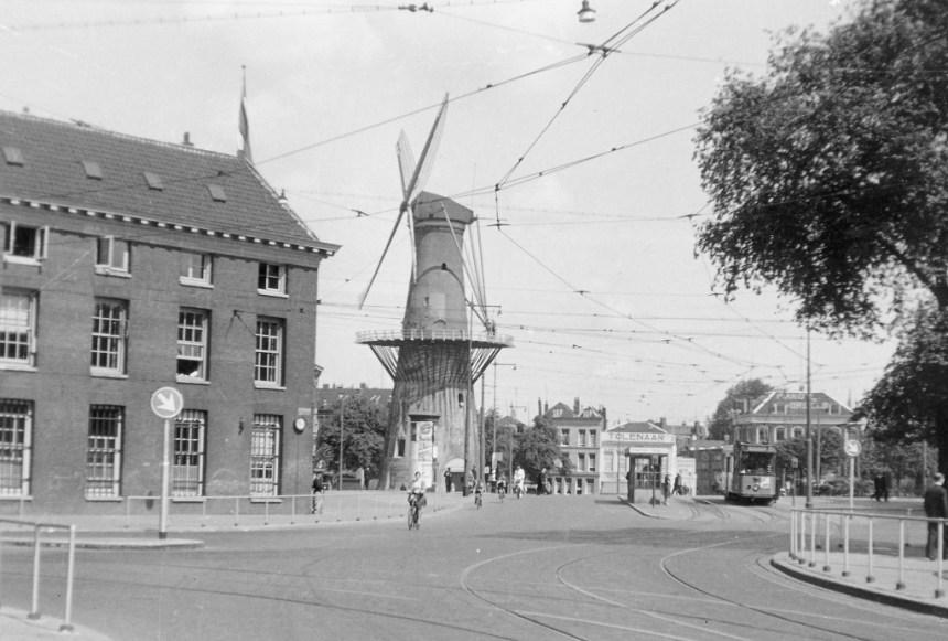 Motorrijtuig 557, lijn 4, Oostplein, wachthuisje