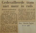 19561010-Gederailleerde-tram-niet-meer-in-de-rails