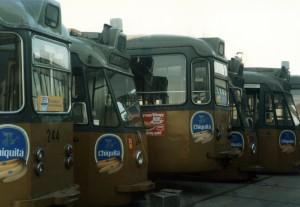 Motorrijtuig 244 temidden van lotgenoten op de sloop, 5-2-1985, (foto: D. de Haan)