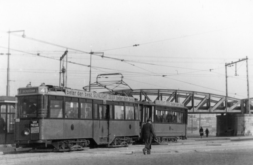 Motorrijtuig 302, lijn 4, Pompenburg, (foto: W.J. Haynes)
