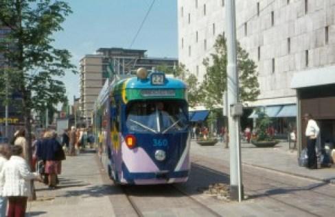 Motorrijtuig 360, lijn 22 Binnenstadstram, Van Oldenbarneveltstraat, thematram, 22-5-1976