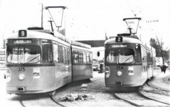 Motorrijtuig 375, lijn 9, motorrijtuig 354, lijn 2, Stationsplein, 1967