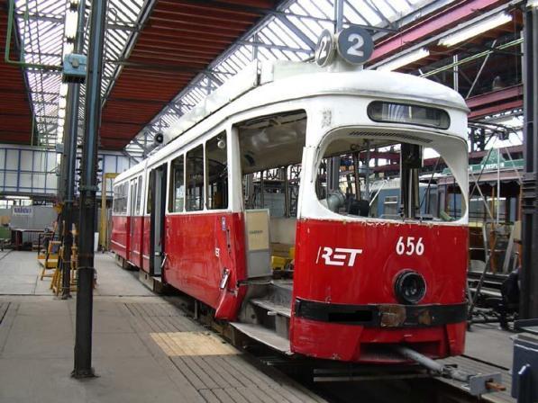 Motorrijtuig 656 in de CW Kleiweg na een aanrijding op 11-2-2002