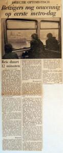 19680104 Reizigers nog onwennig op 1e metro-dag