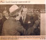 19680210 Paar kocht kaartje eerste rit
