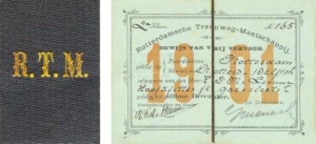 Omslag en binnenzijde van een bewijs van vrij vervoer op de paardentramlijnen en in de tweede klasse op de stoomtram tussen Rotterdam en Delftshaven. Het bewijs is uitgegeven aan een hoofdfitter van het Gemeentelijk Gas- en Electriciteitsbedrijf. Dit bewijs van Vrij vervoer draagt het nummer 165. Vrij vervoer werd toegekend aan staffunctionarissen van het trambedrijf en aan leidinggevenden van o.a. politie, brandweer en gemeentebedrijven. Het bewijs voor het jaar 1901 is ondertekend door de houder en door de directeur van het trambedrijf.