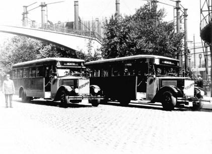 De Krupp-Werkspoor bussen 2 en 3 in de Lusthofstraat.