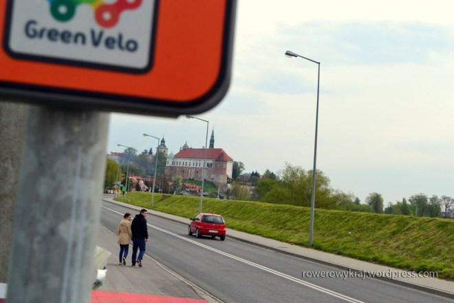 Wjeżdżamy do Sandomierza. W tle Zamek Królewski.