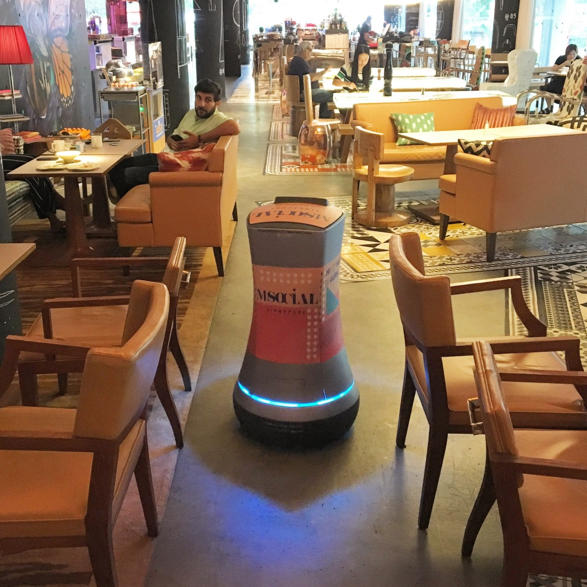 Singapore's M Social Hotel - A Robot Who Delivers Direct To Your Room!