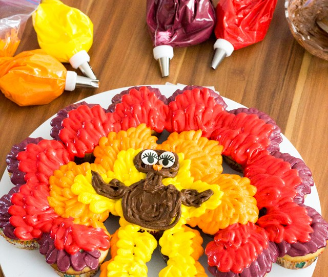 Thanksgiving Turkey Cupcake Cake When Youre Finished With Your Plumage Use A Piping