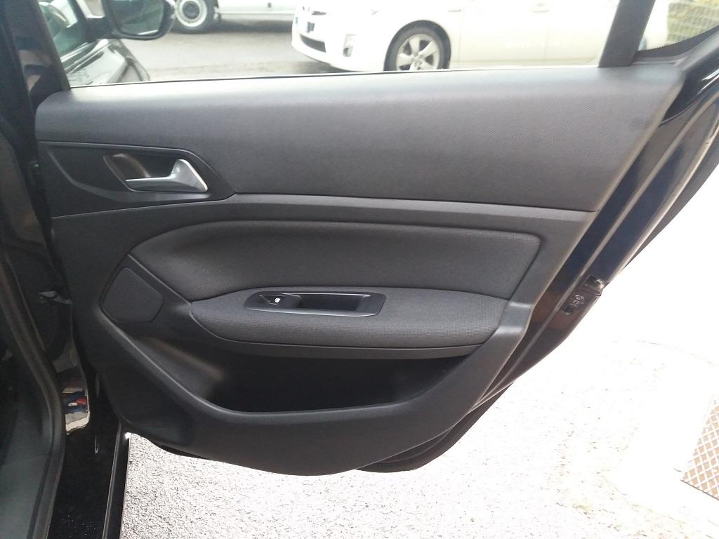 Peugeot 308 BlueHDi 120 S&S Allure (18)