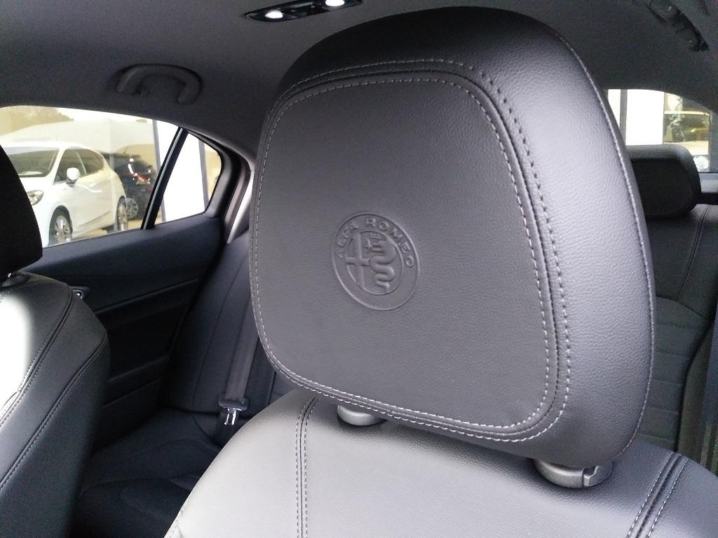 Alfa Romeo Giulia 2.2 Turbo Diesel 180 cv AT8 Super Sport Edition (25)