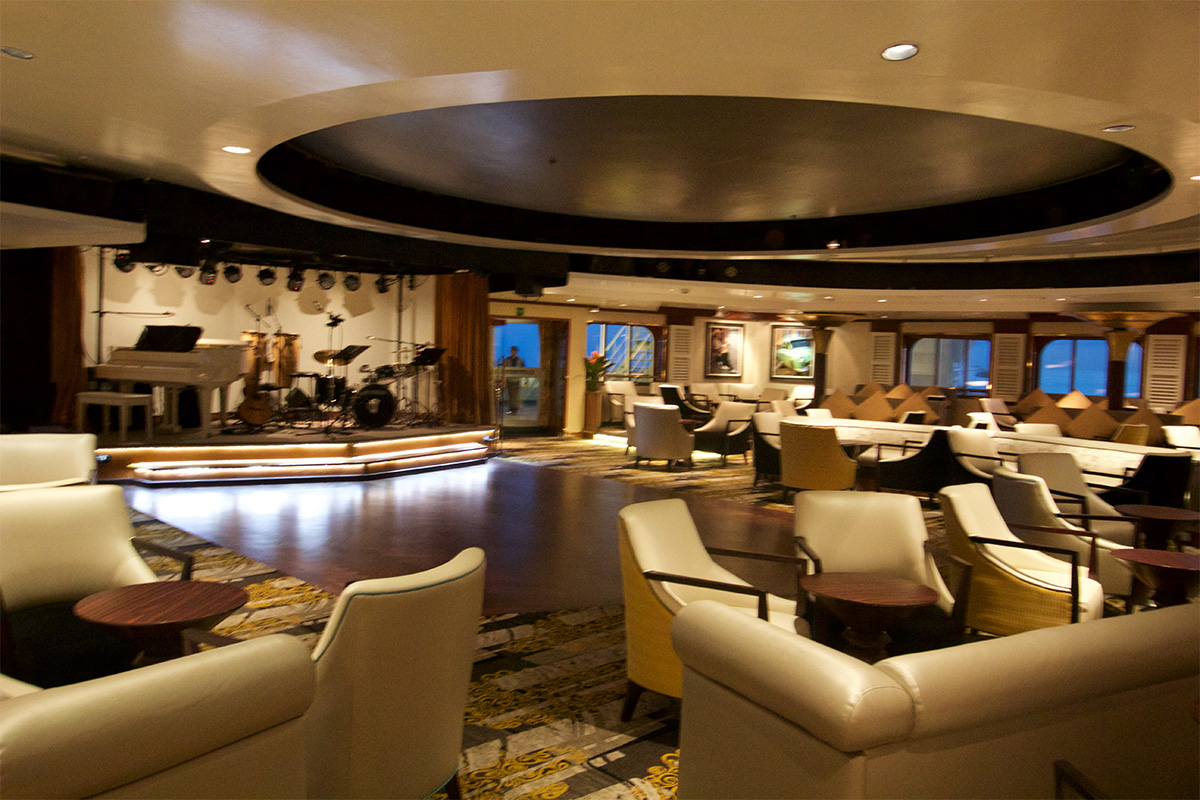 Tour of the bars and lounges on Royal Caribbeans Empress