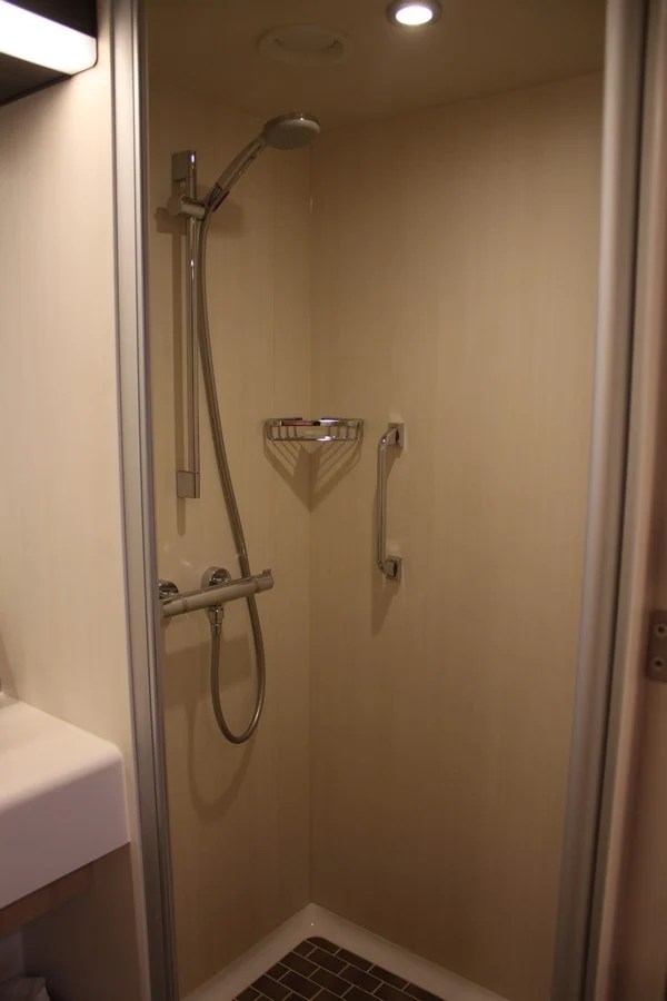 Photo tour of Category L Large Interior Stateroom with