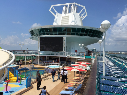 Afbeeldingsresultaat voor Majesty of the Seas pool deck 2016