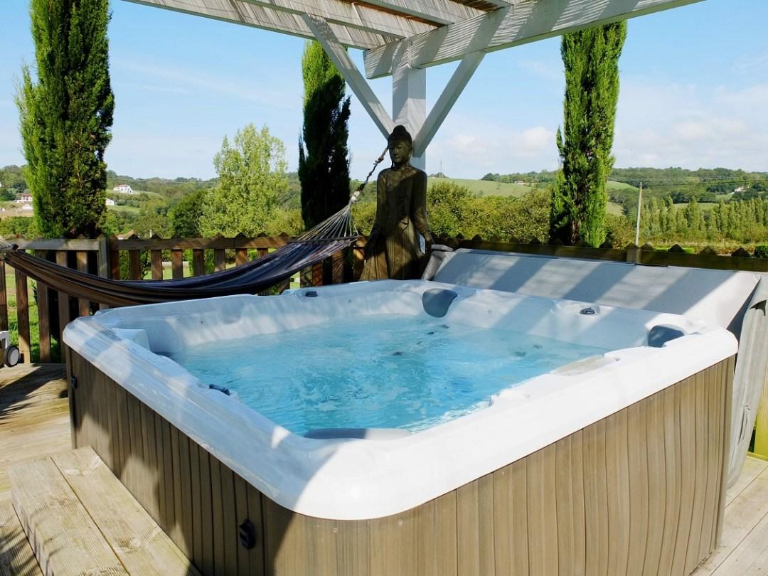 ferme-elhorga-biarritz-maison-hotes-jacuzzy-piscine