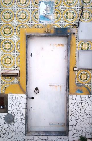 portugal-voyage_algarve_ferragudo_village__royalchill_blog