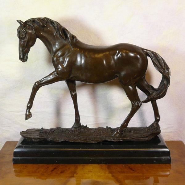 Statue en bronze  cheval  La jument  Sculptures