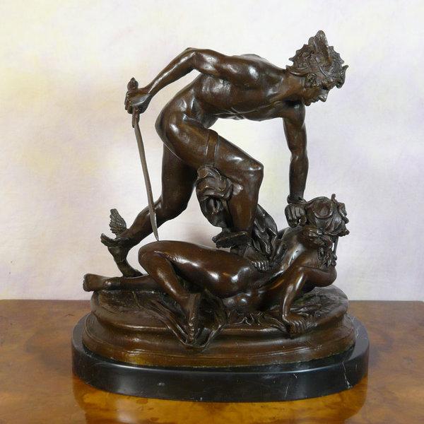 Perseo con la testa di Medusa  statua in bronzo della