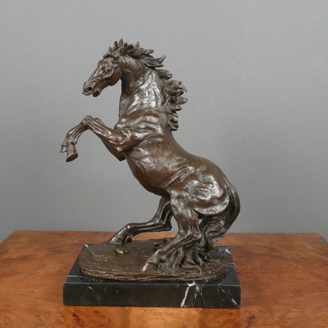 Cavallo  Scultura in bronzo  Statue
