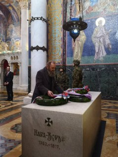 Г-дин Предраг Марковић полаже венац на гроб Врховног Вожда Карађорђа