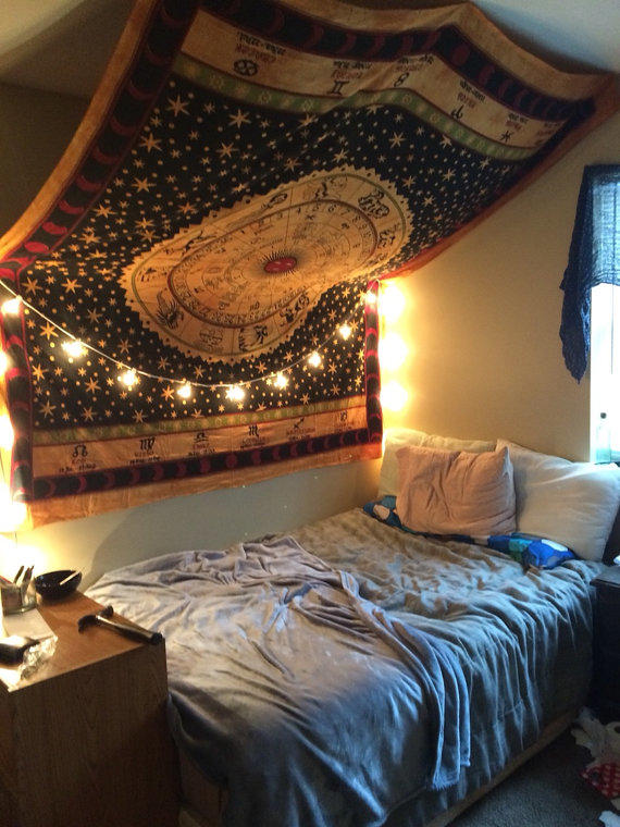 Ways Hang Pictures Dorm Rooms