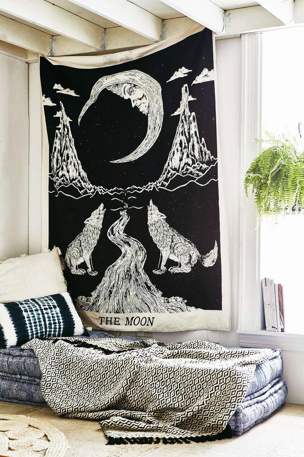 Black  White Wolfs Growling Moon Tarot Tapestry