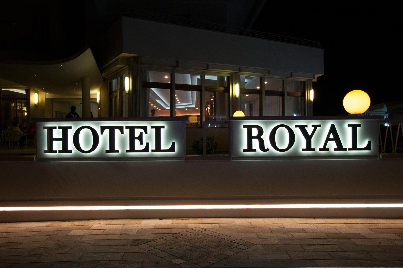 LHotel Royal  Hotel Alba Adriatica  3 stelle con piscina e spiaggia privata