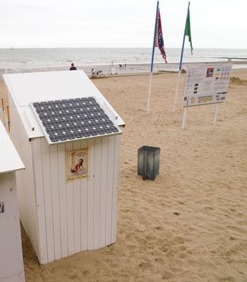 strandcabine met zonnepaneel