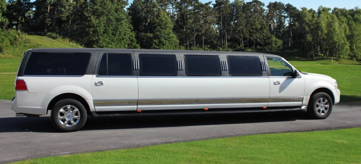 2009 Tuxedo Stretched Lincoln Navigator